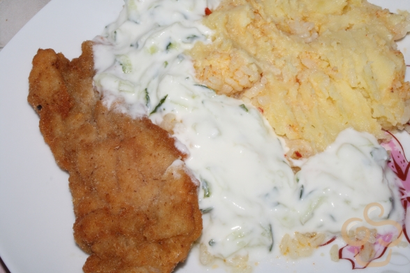 Cucumber sauce with schnitzel and mash potato