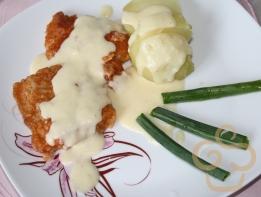 Fried fish with tartar sauce